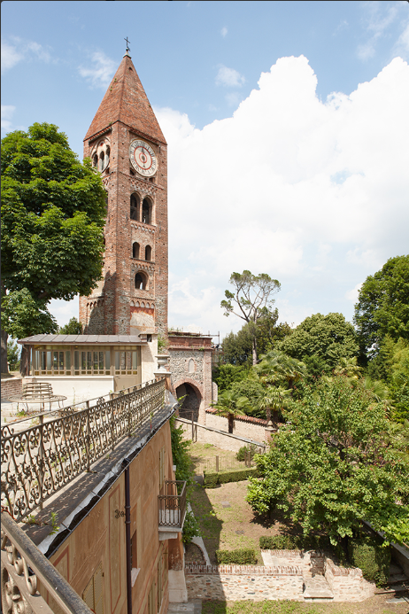 Panoramica con vista su campanile dal terrazzo villa e giardino privato