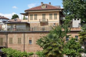 Vista d'insieme Villa Fiorito e 'casa giardino' piano terra