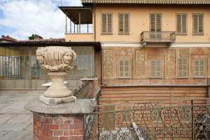 Vista terrazzo con veranda piano primo e loggia piano secondo